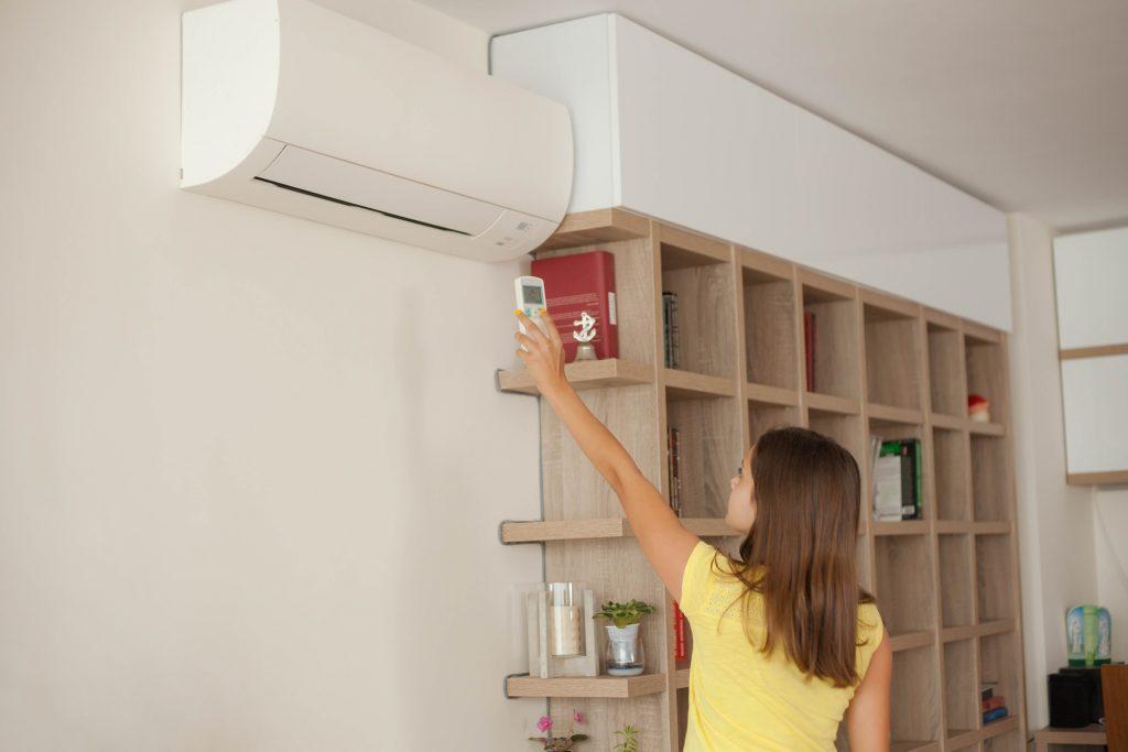3 dicas para economizar dinheiro com o uso do ar-condicionado no verão