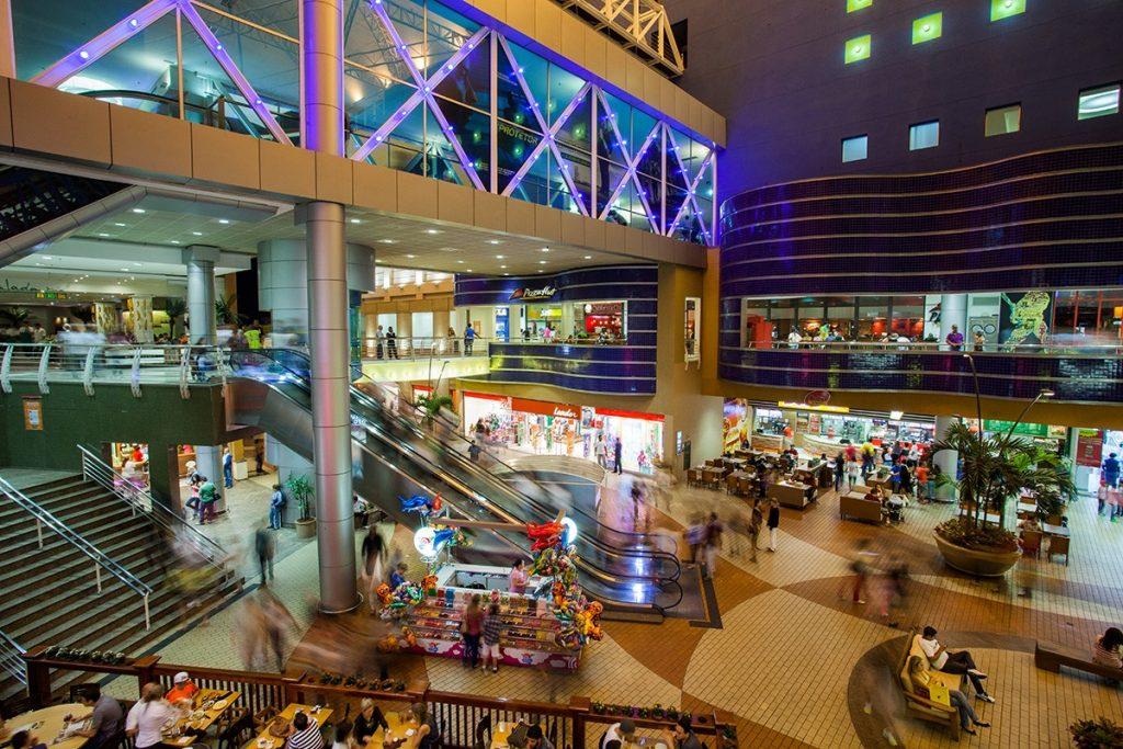 4 maneiras simples de encontrar trabalho nas lojas dos shoppings centers