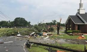 Mississippi tornado: Dangerous 70mph winds and 'tennis ball size ...