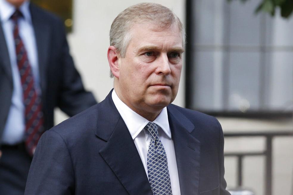 Príncipe Andrew se diz perplexo diante dos apelos para cooperar no caso Jeffrey Epstein | Mundo | G1