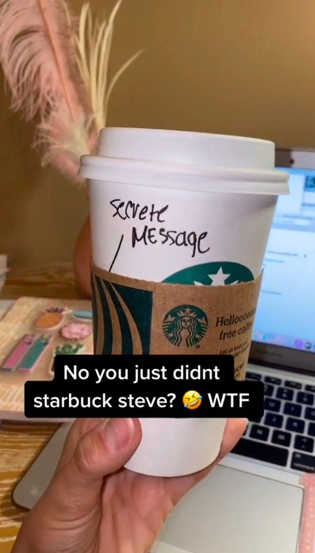 """Cliente da Starbucks encontra mensagem secreta atrevida """"escrita na xícara de café pelo barista"""""""