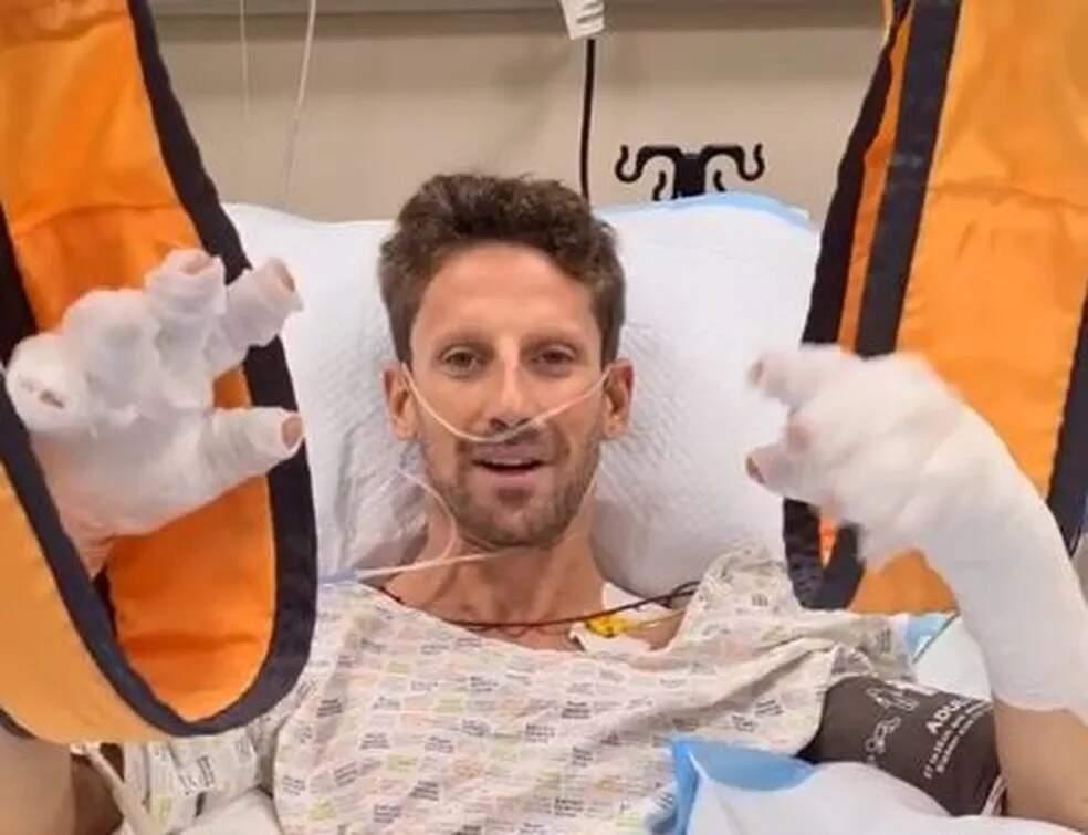 O carro de Romain Grosjean explodiu em chamas durante um acidente na F1