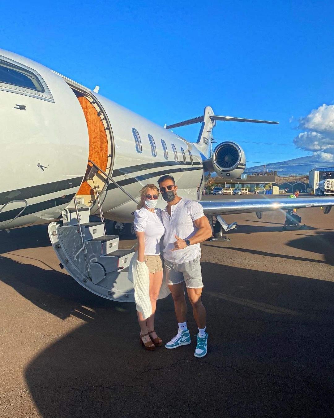 Britney Spears começa as celebrações do aniversário antecipado com Sam Asghari no Havaí