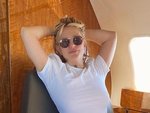 Britney Spears mostra bastidores de viagem para o Havaí | POPline