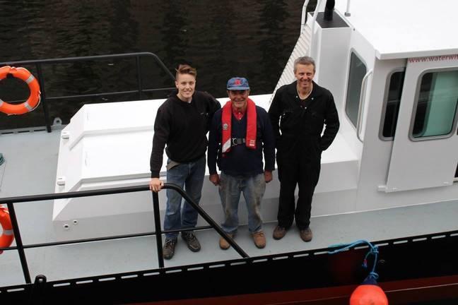 Tom, seu pai e avô ainda ajudam nos negócios.  Crédito: Bruxa da Água