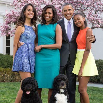 Barack Obama brinca com Jimmy Kimmel sobre vender mais livros do que Michelle