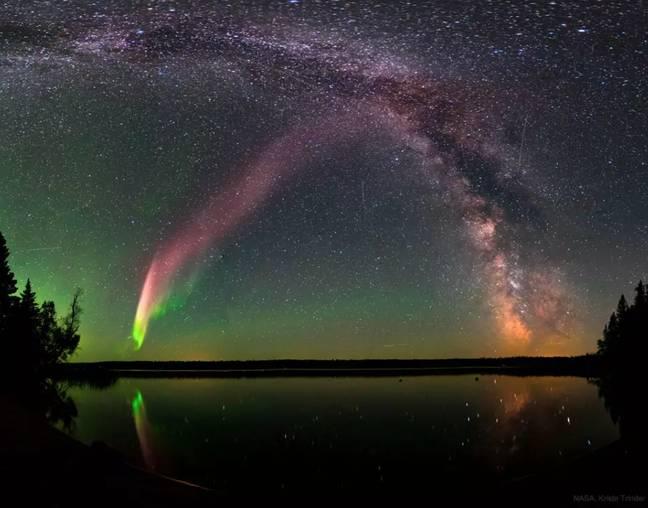 Cidade sueca atordoada por um céu roxo