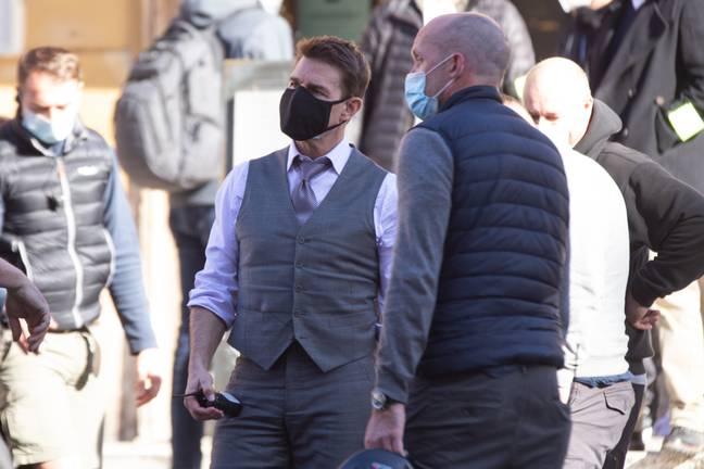 Tom Cruise usa duas máscaras no set da missão impossível 7