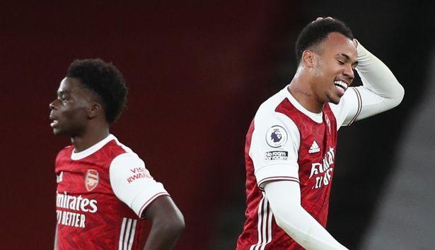 """Os jogadores do Arsenal saíram """"irritados"""" com o tratamento preferencial de Mikel Arteta para com Willian"""