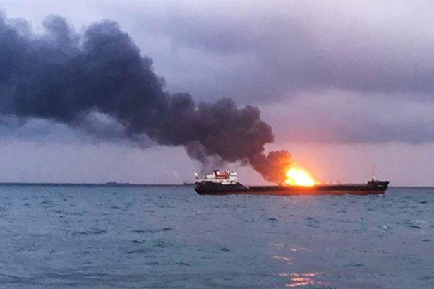 """Petroleiro fica em chamas após explosão """"causada por fonte externa"""" ao deixar a Arábia Saudita"""