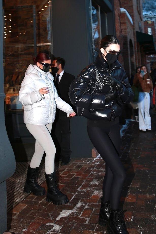 Kendall e Kylie Jenner partem para Aspen para uma luxuosa viagem de esqui de ano novo