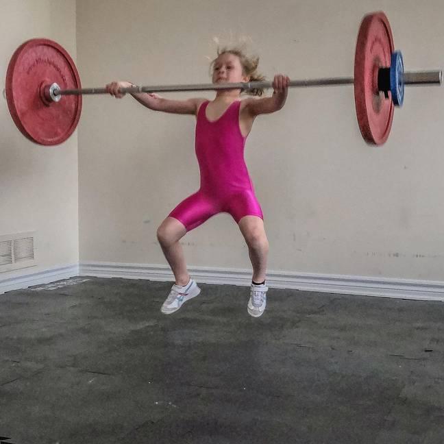 'A menina de sete anos mais forte do mundo' pode realizar levantamento de 80 kg