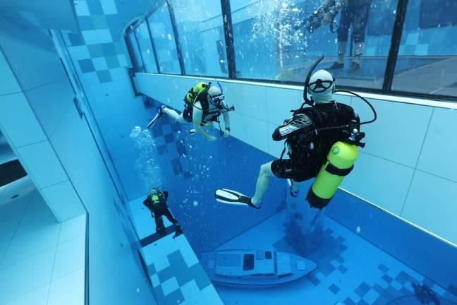 O novo centro é a piscina mais profunda do mundo.  Crédito: Deepspot