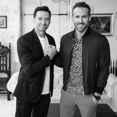 Hugh Jackman derrota Ryan Reynolds em evento de caridade: 'Todos te odeiam'