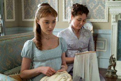 Phoebe Dynevor em uma cena do novo drama de época da Netflix, Bridgerton