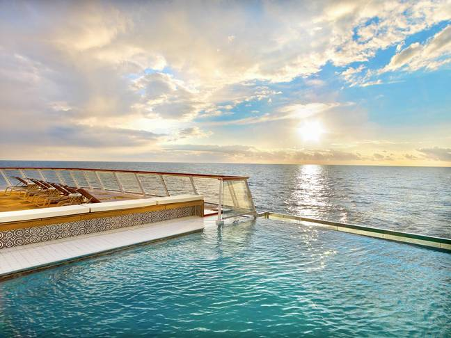 Seu navio de cruzeiro inclui uma piscina infinita.  Crédito: Cruzeiros Viking