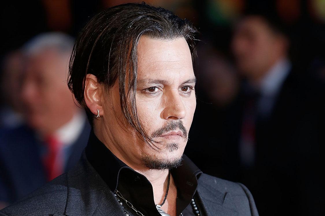 Johnny Depp é acusado de agredir membro de equipe de filme | VEJA