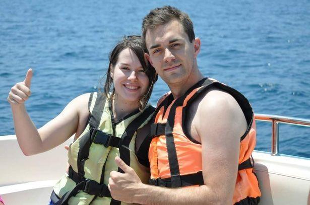 Homem de 30 anos desmaia e morre no dia de Natal enquanto a esposa implora por um adeus especial