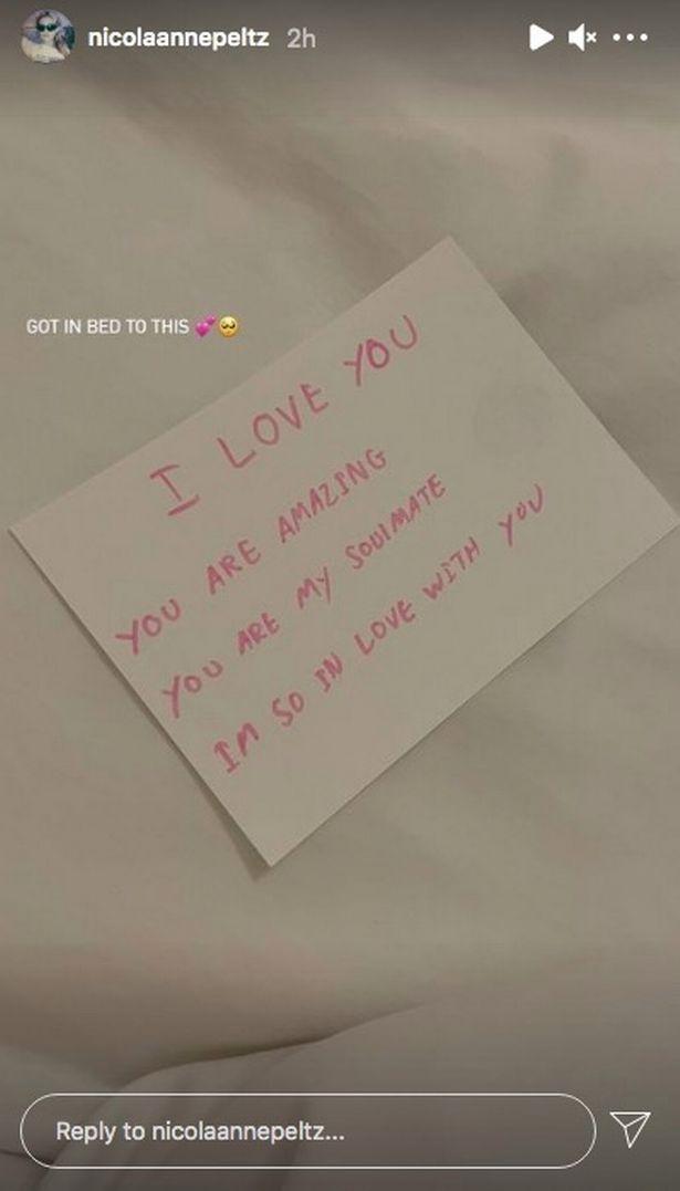 O lado romântico de Brooklyn Beckham exposto em bilhetes de cama para Nicola Peltz