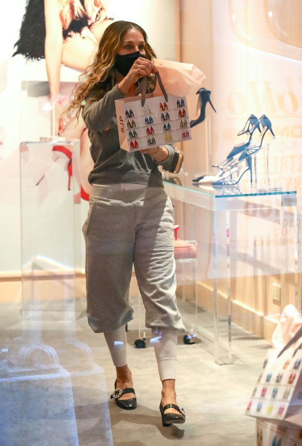 Sarah Jessica Parker vista pela primeira vez desde a confirmação do retorno de Sex And The City