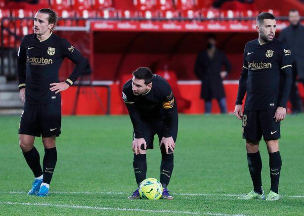 Lionel Messi bate novo recorde ao lembrar oportunamente o Barcelona em meio a incertezas na transferência