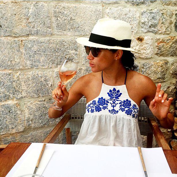 """Meghan Markle admite o hábito """"pouco feminino"""" depois de alguns drinques"""