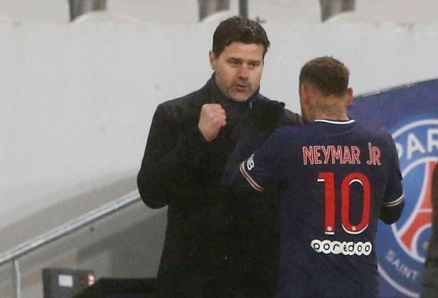 O técnico do PSG, Mauricio Pochettino, vence o primeiro troféu, mas a rivalidade com Neymar ganha destaque