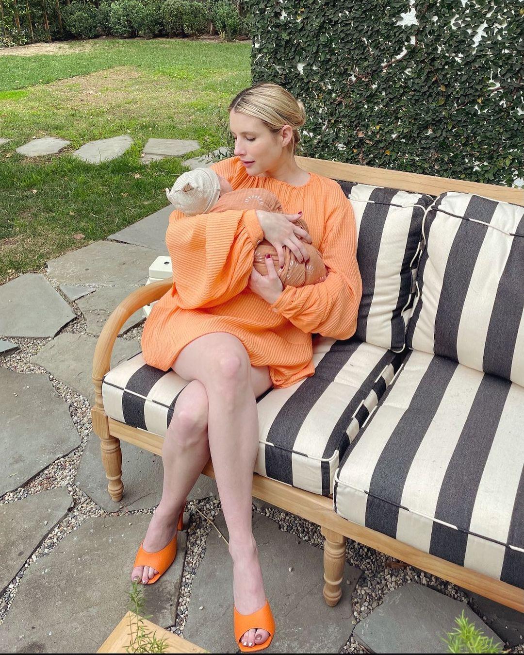 Emma Roberts posa pela primeira vez com o filho | Celebridades | O Dia