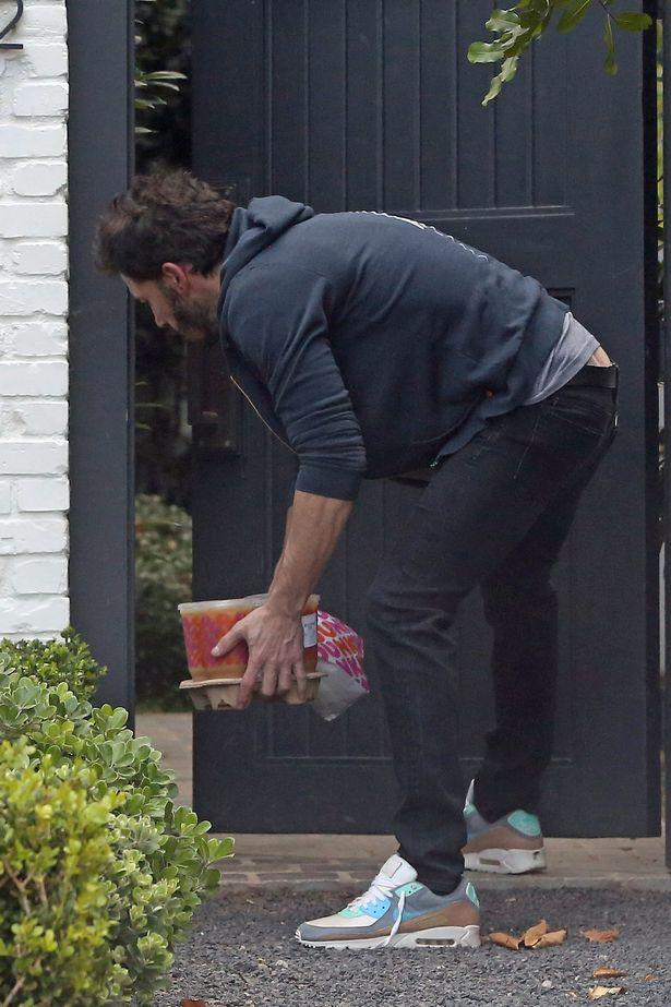 Ben Affleck quebra o disfarce depois de 'se separar secretamente de Ana de Armas há duas semanas'