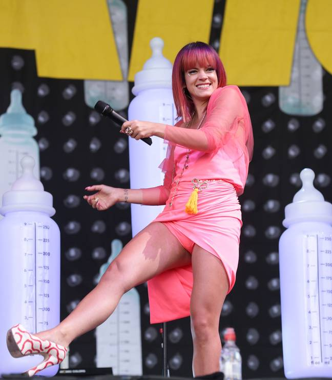 Lily Allen diz que 'considerou tomar heroína' durante a turnê de Miley Cyrus