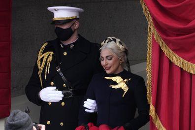 Lady Gaga canta o Hino Nacional dos Estados Unidos na posse de Biden-Harris